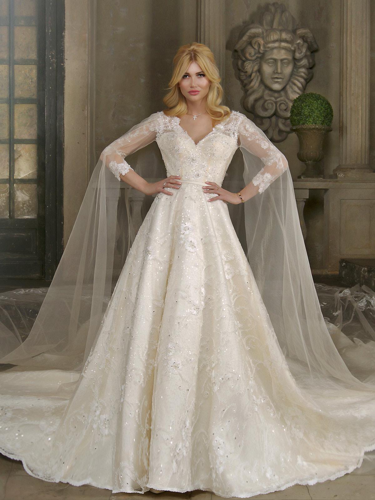 Свадебное платье с рукавами а-силуэт