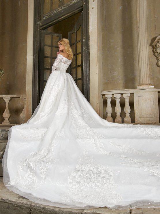 Свадебное платье с рукавами пышное