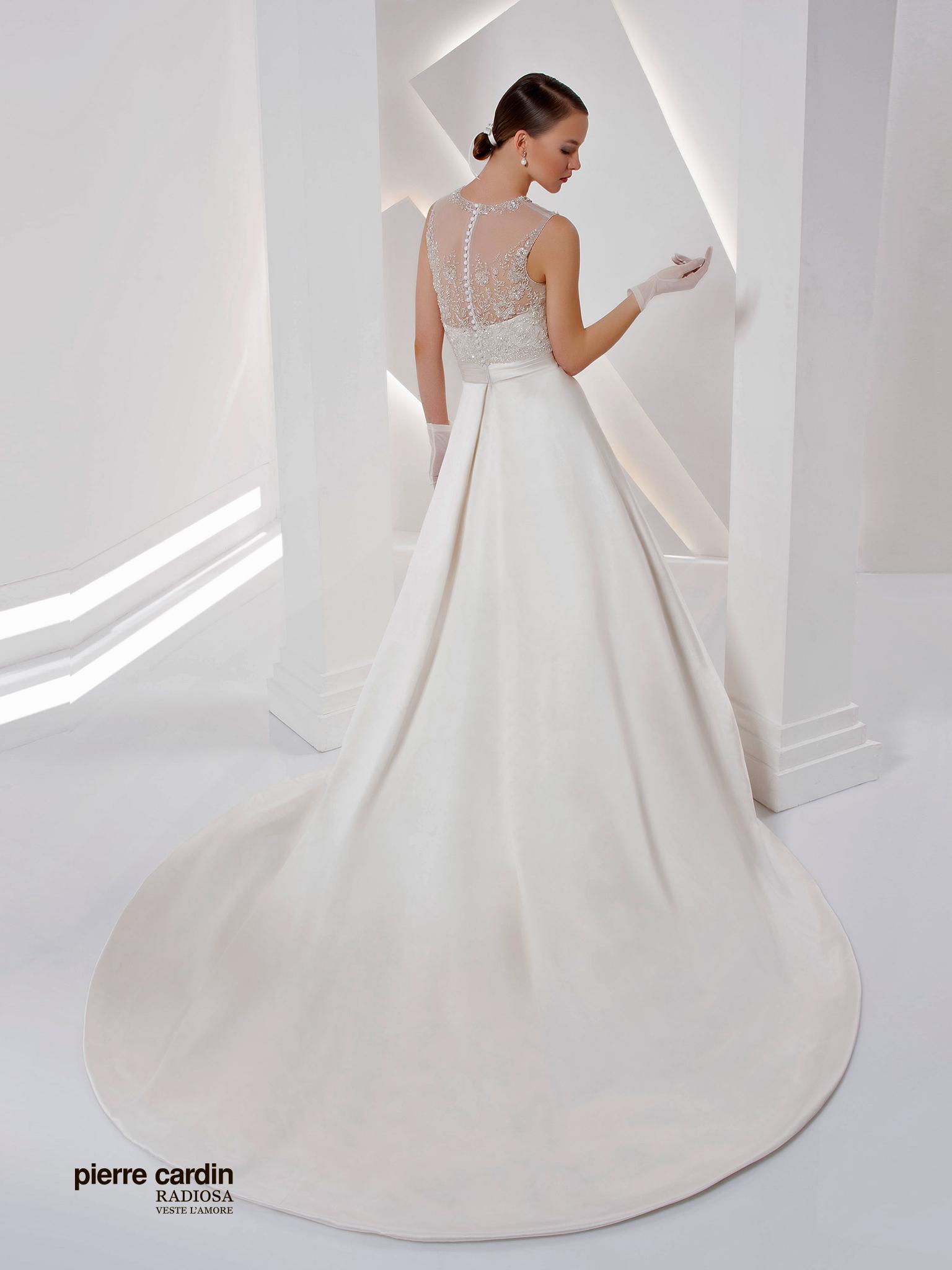 Расшитое атласное свадебное платье Pierre Cardin 8429
