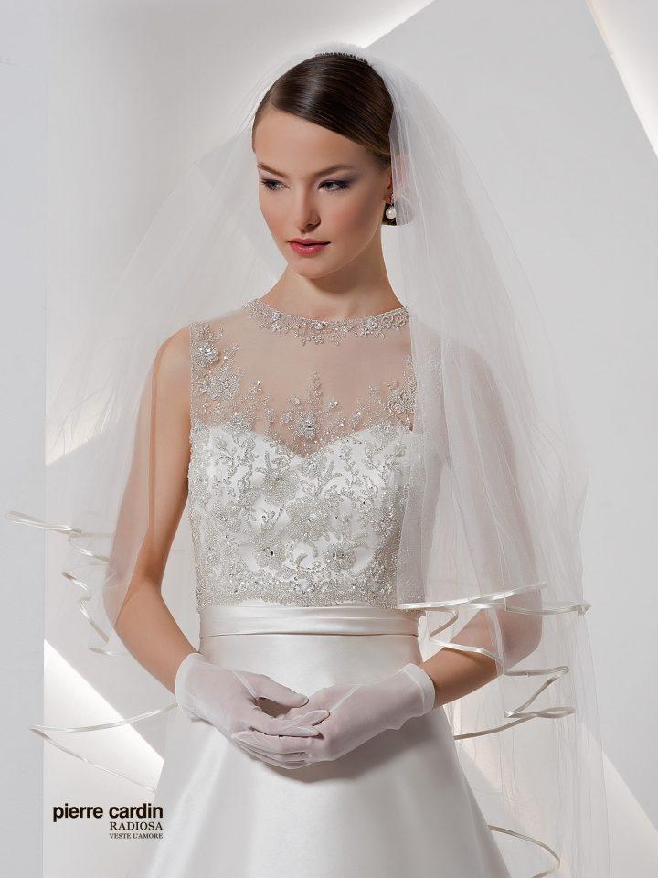 Расшитое атласное свадебное платье Pierre Cardin а-силуэт 8429