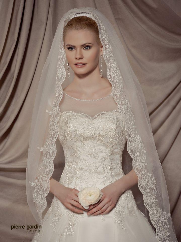 Купить свадебное платье кружевное с рукавами и открытой спинкой Pierre Cardin (арт.9438)