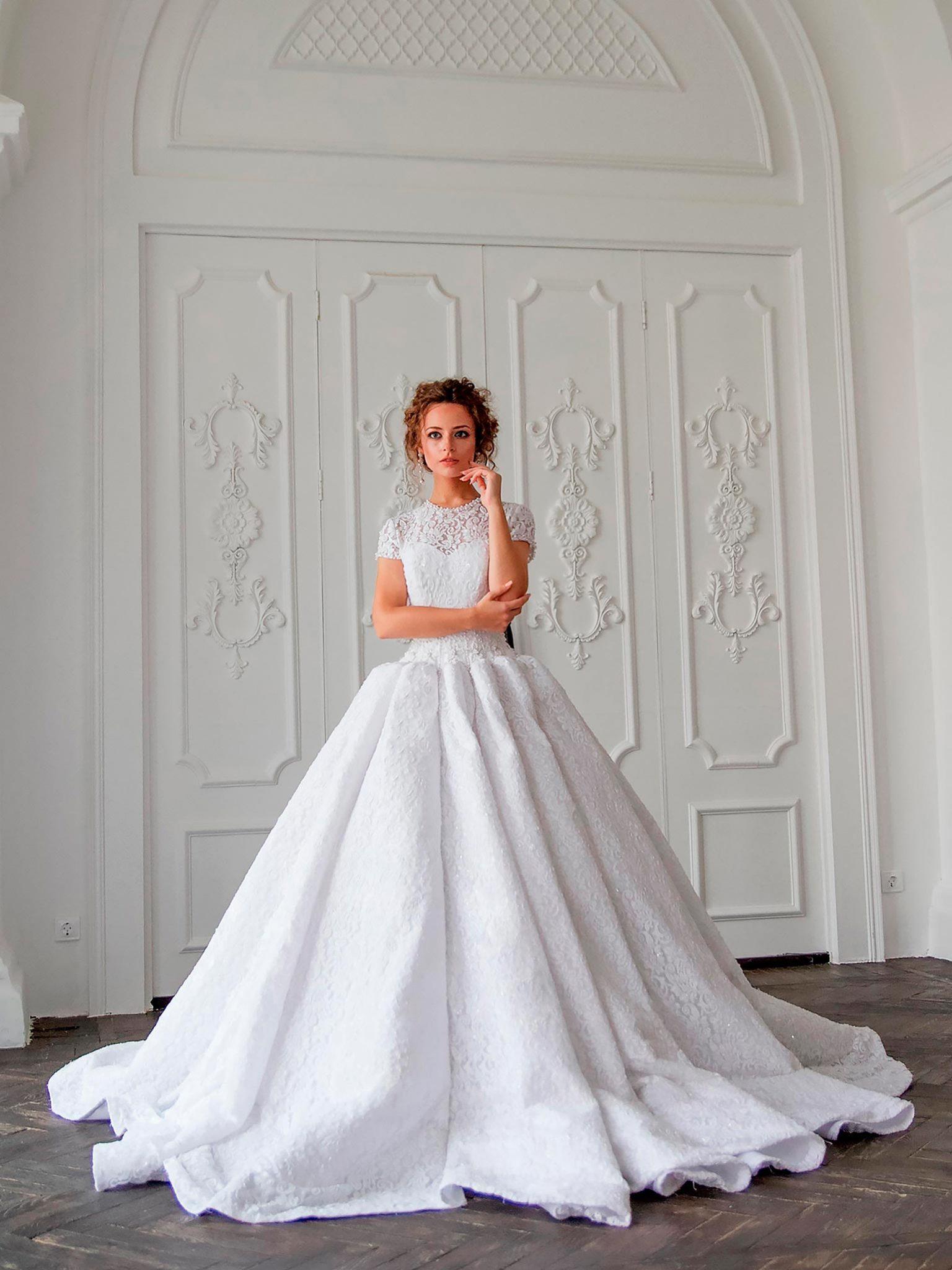 Пышное закрытое свадебное платье Stella Sham из кружева