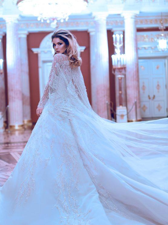 Пышное расшитое свадебное платье с рукавами