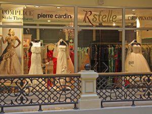 Вход в бутик свадебной и вечерней моды RSTELLE