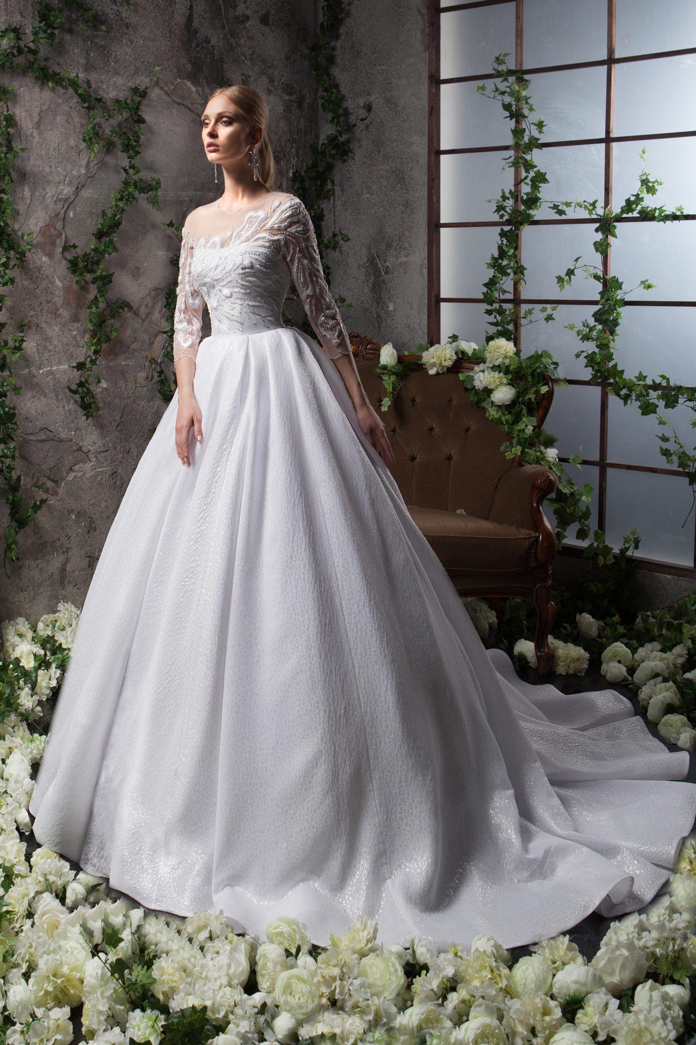 Свадебное платье с рукавами Merilla от SVETLANA LYALINA