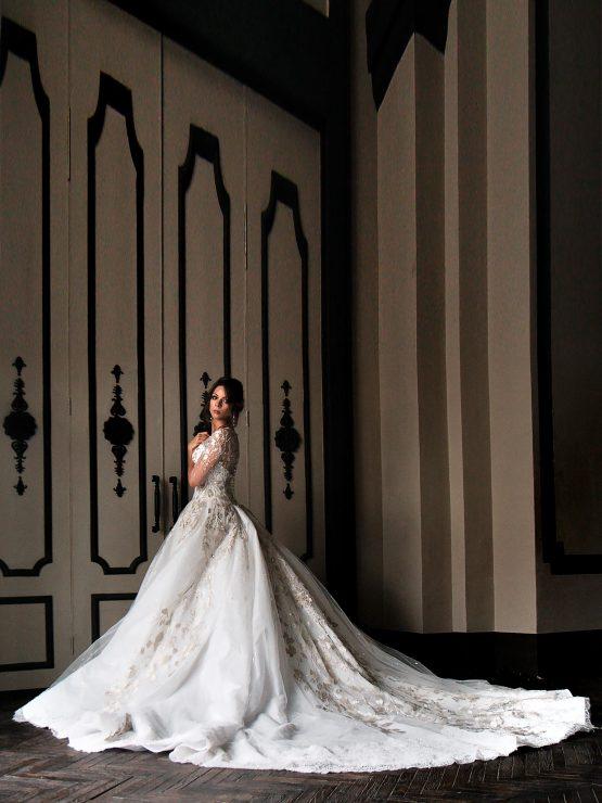 Пышное кружевное закрытое свадебное платье Stella Sham